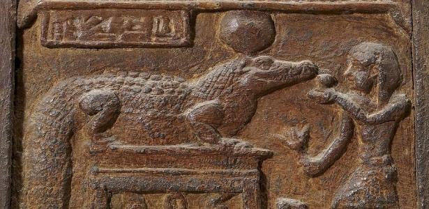 Por que as mulheres do Antigo Egito inseriam fezes de crocodilo em suas partes íntimas?