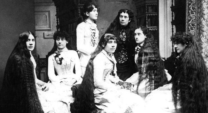 Por que a maioria das mulheres vitorianas nunca cortava seus cabelos?