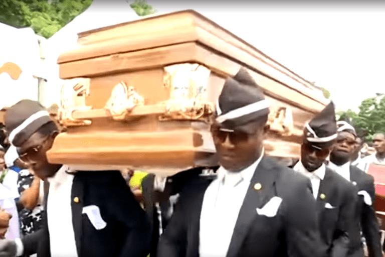 Qual a origem do meme dos dançarinos de funeral?