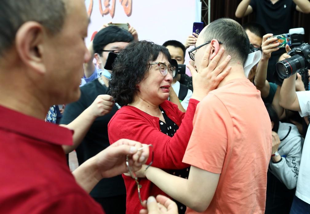 Chinês sequestrado ao nascer encontra os pais biológicos 32 anos depois