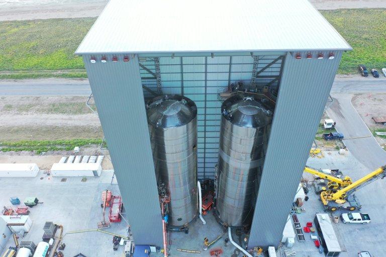 Foto mostra o quão gigante a espaçonave da SpaceX realmente é