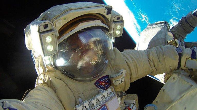 Rússia vai enviar dois turistas para a Estação Espacial Internacional com direito a caminhada espacial