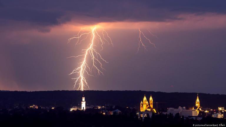 Entenda a relação entre raios e a vibração elétrica de nossas células