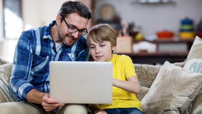 Segundo cientistas, a maioria das pessoas se parece mais com o pai do que com a mãe