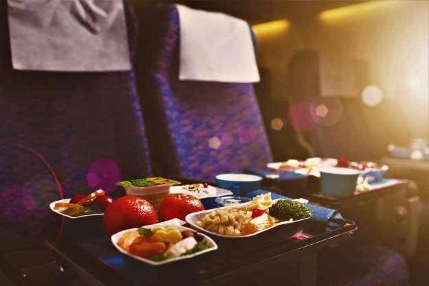 10 curiosidades incríveis sobre comida de avião que você provavelmente não sabia