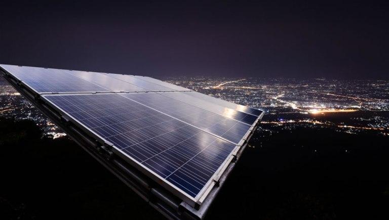 Esse painel 'anti-solar' pode um dia produzir energia mesmo à noite