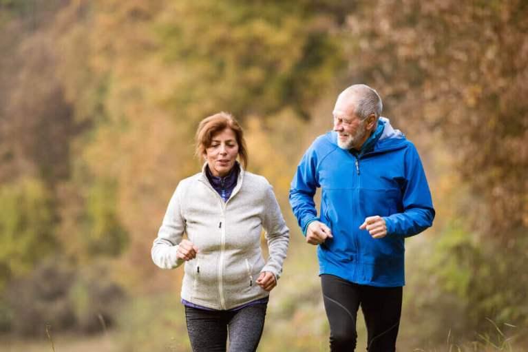 Pessoas mais velhas estão melhor física e mentalmente do que há 30 anos