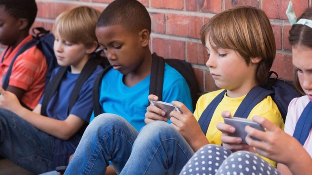 Por que crianças não devem usar redes sociais?