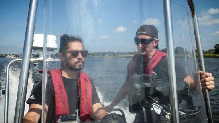 """Conheça o """"pirata"""" brasileiro que viaja pelo mundo salvando golfinhos e baleias"""