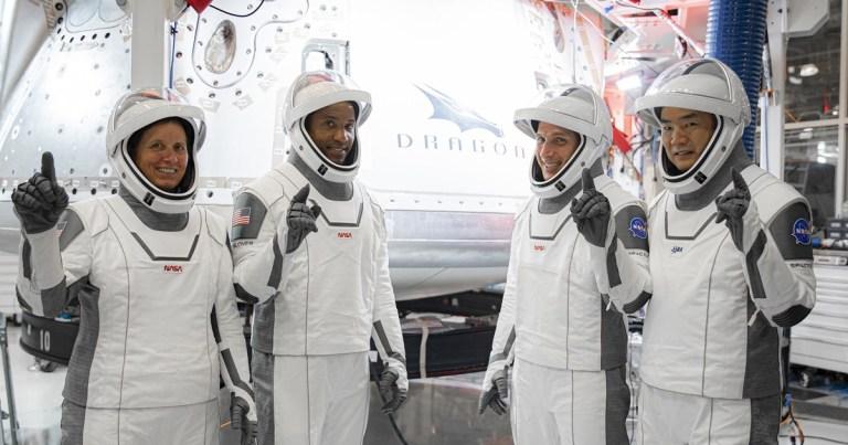 A Estação Espacial vai ficar tão lotada que um astronauta terá que dormir na capsula SpaceX