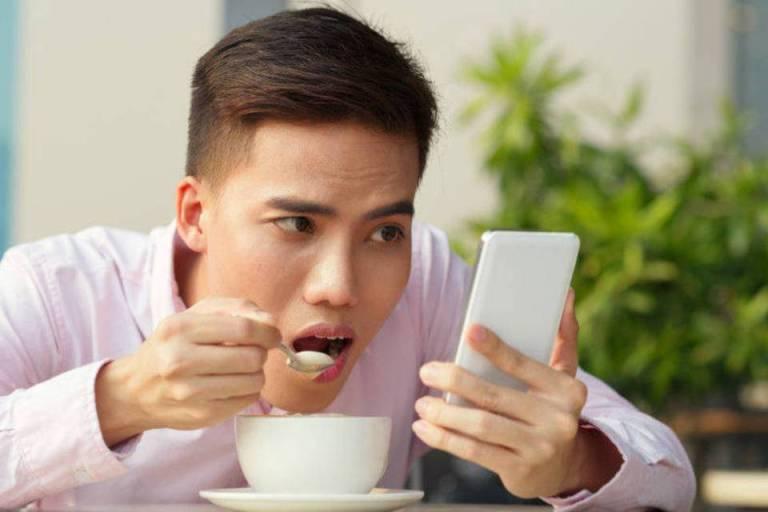 Gastar um maior tempo no celular está relacionado com o comportamento impulsivo
