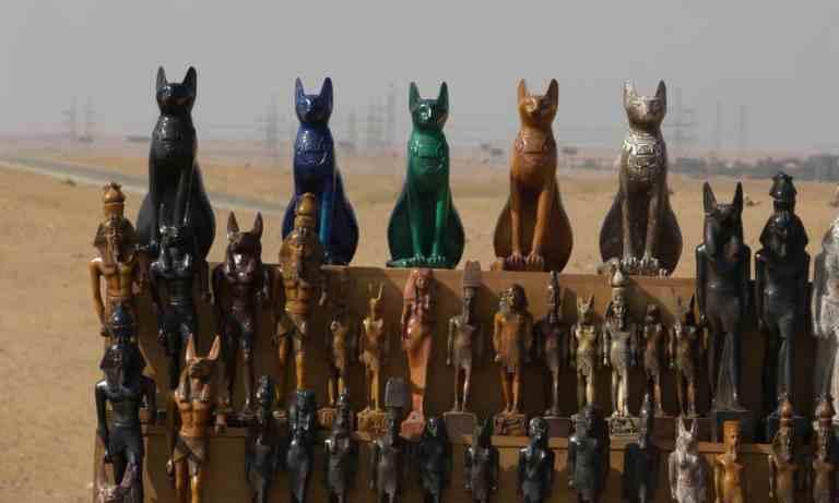 Por que os gatos eram considerados sagrados no Antigo Egito?