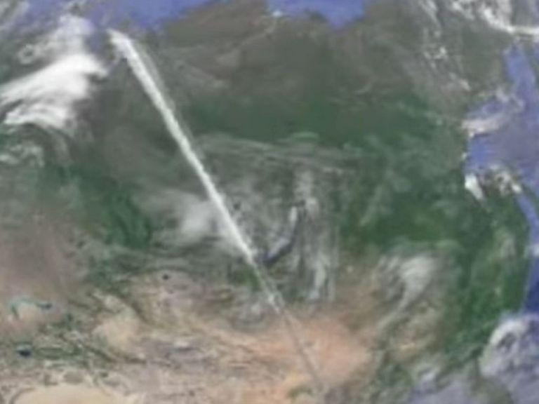 Usuário do Google Earth identifica objeto inexplicável no céu