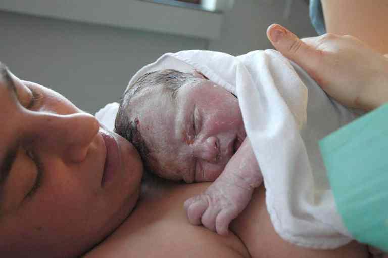 Bebês inspiram células cancerosas durante o parto vaginal em caso extremamente raro
