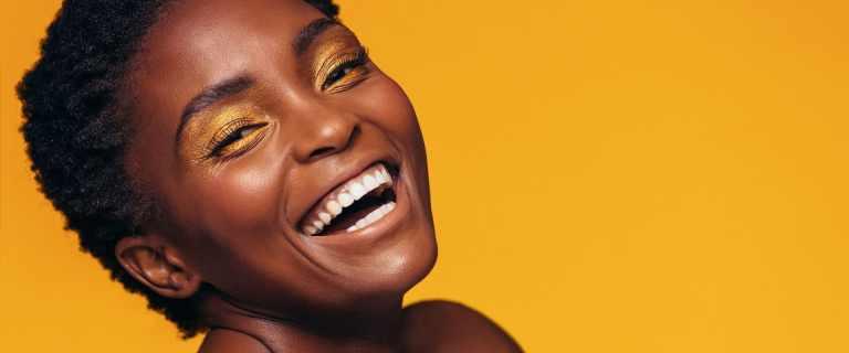 7 marcas de beleza e acessórios feitas e destinadas para mulheres negras