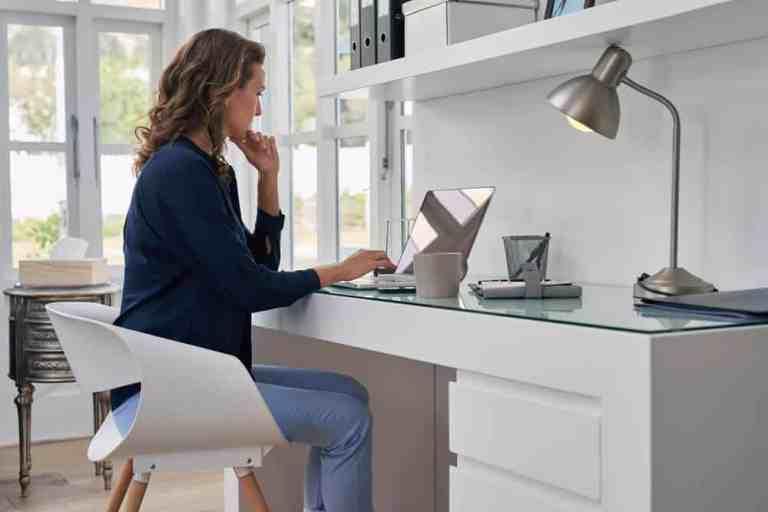 """""""Trabalhar em casa está quebrando nossos corpos"""", revela fisioterapeutas"""