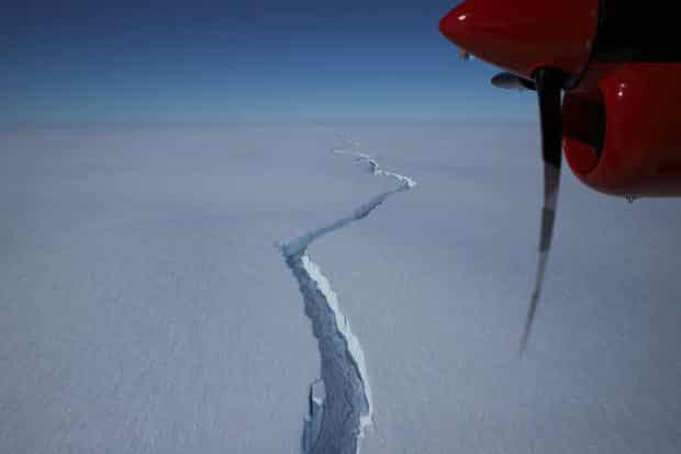Iceberg maior que a cidade de Nova York se quebra na Antártica