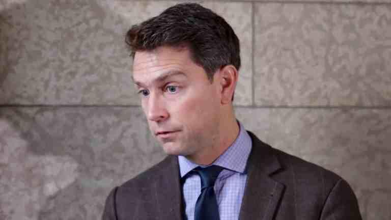 Parlamentar canadense aparece nu durante videoconferência