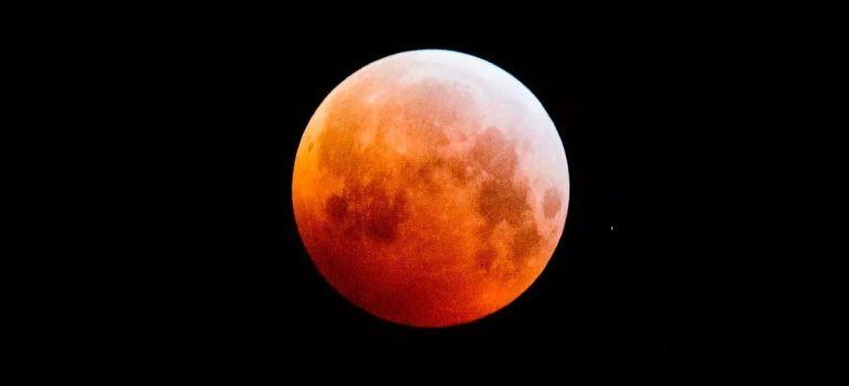 Maior superlua de 2021 e eclipse lunar acontecem nessa quarta-feira