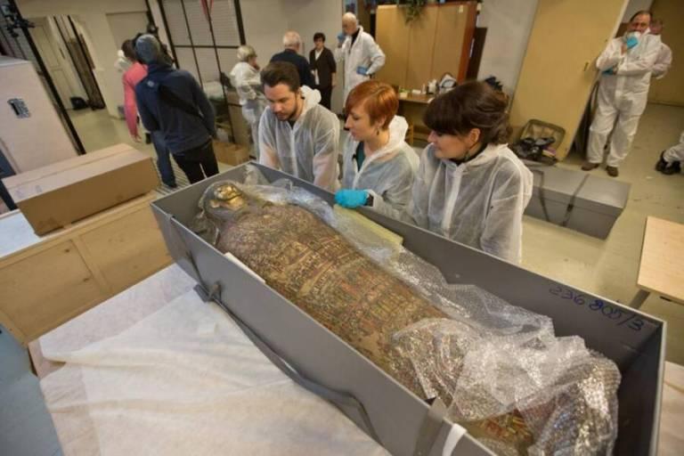 Pesquisadores descobrem múmia grávida