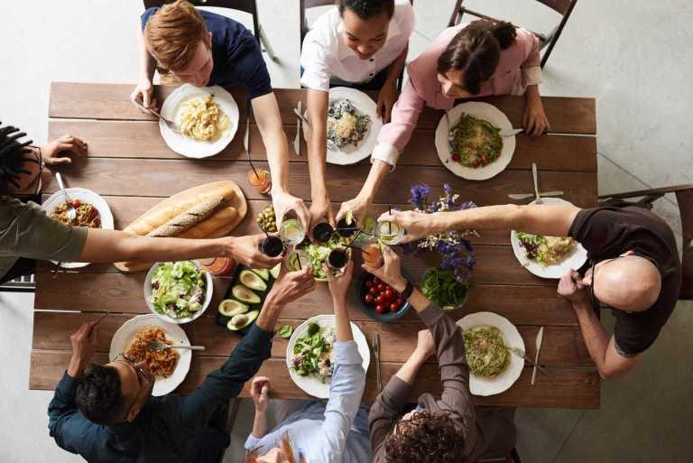 7 gafes que cometemos à mesa