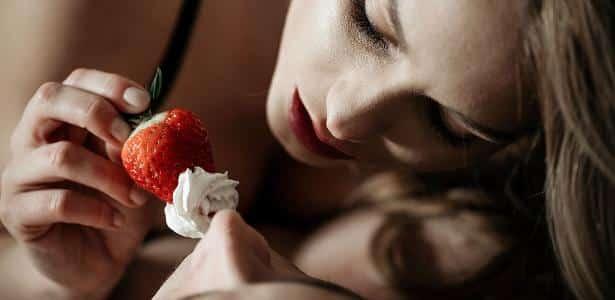 8 alimentos que prejudicam e ajudam na hora H