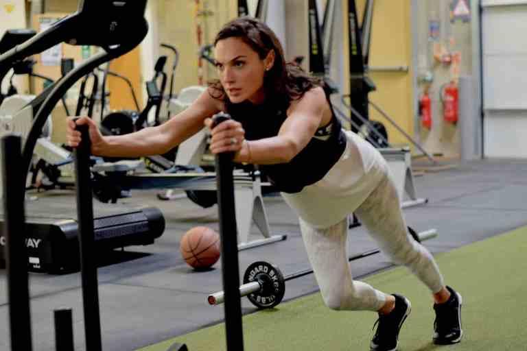 7 famosas que treinam pesado