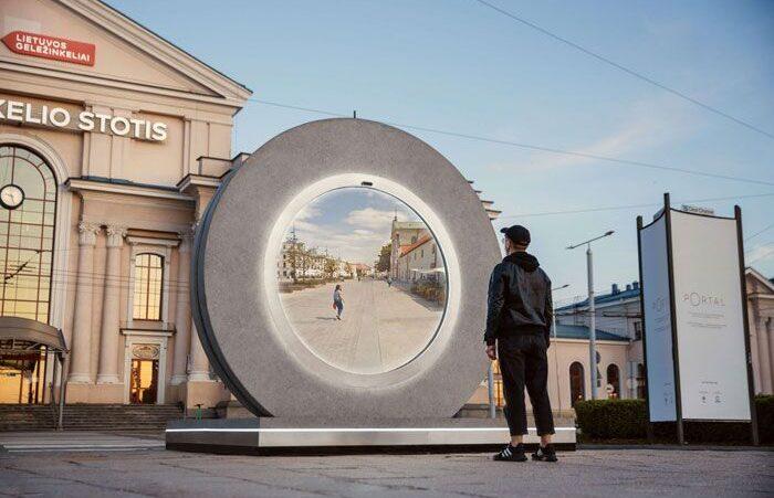 Esse portal conecta duas cidades distantes