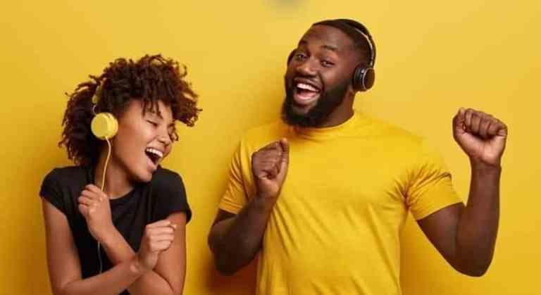 Pessoas devem ouvir pelo menos 78 minutos de música por dia, afirma estudo