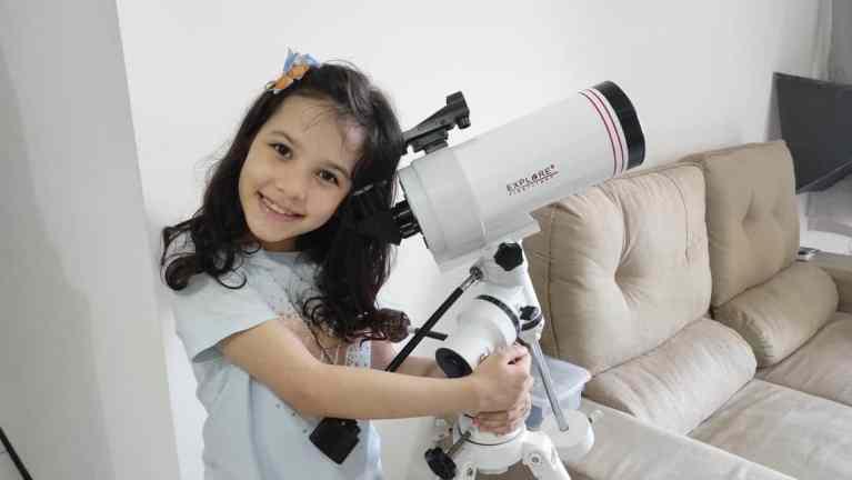 Brasileira de 8 anos é a astrônoma mais jovem do mundo