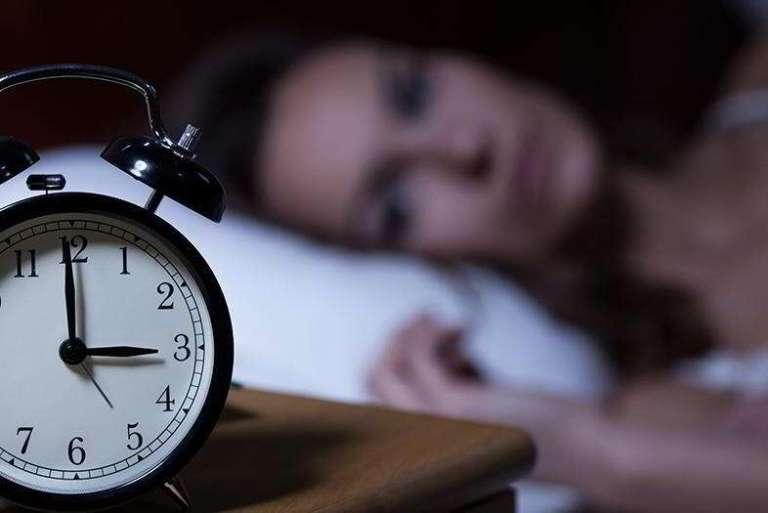 Por que nós acordamos às 3 da manhã e pensamos nos nossos medos?