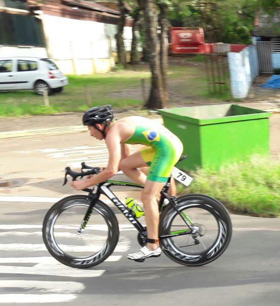 Atleta participa de Training Camp e do Campeonato Brasileiro
