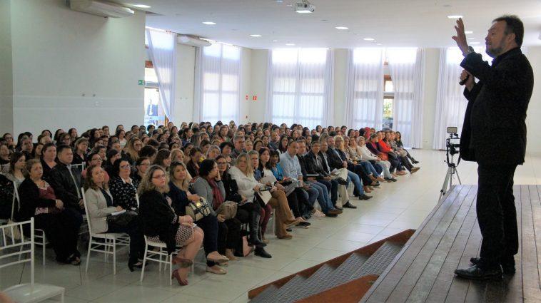 Palestra do educador C?sar Nunes abre Semana da Educa?