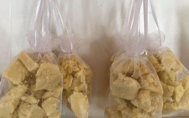 sacchetti di organza con sapone naturale