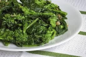 piatto di broccoletti con uvette