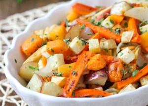 piatto con carote, rape, patate, prezzemolo