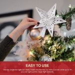 Kinberry Christmas Tree Topper éclairé avec des lumières de projecteur de Flocon de Neige LED rotatives, pour Les décorations darbre de Noël