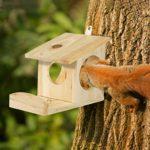 Relaxdays 10026317_126 Mangeoire pour écureuils, Distributeur de Nourriture, à accrocher, Bois, HLP: 17,5 x 14 x 25cm, Naturel, Nature, 5 x 14 x 25 cm
