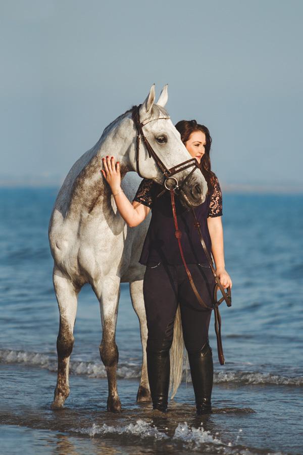 cheval et cavalier dans la mer