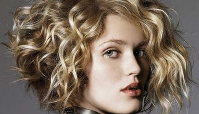 25+ Best Curly Short Hairstyles For Round Faces