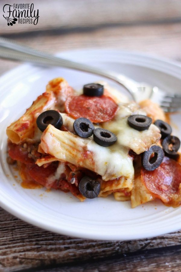 Slow Cooker Pizza Pasta Bake