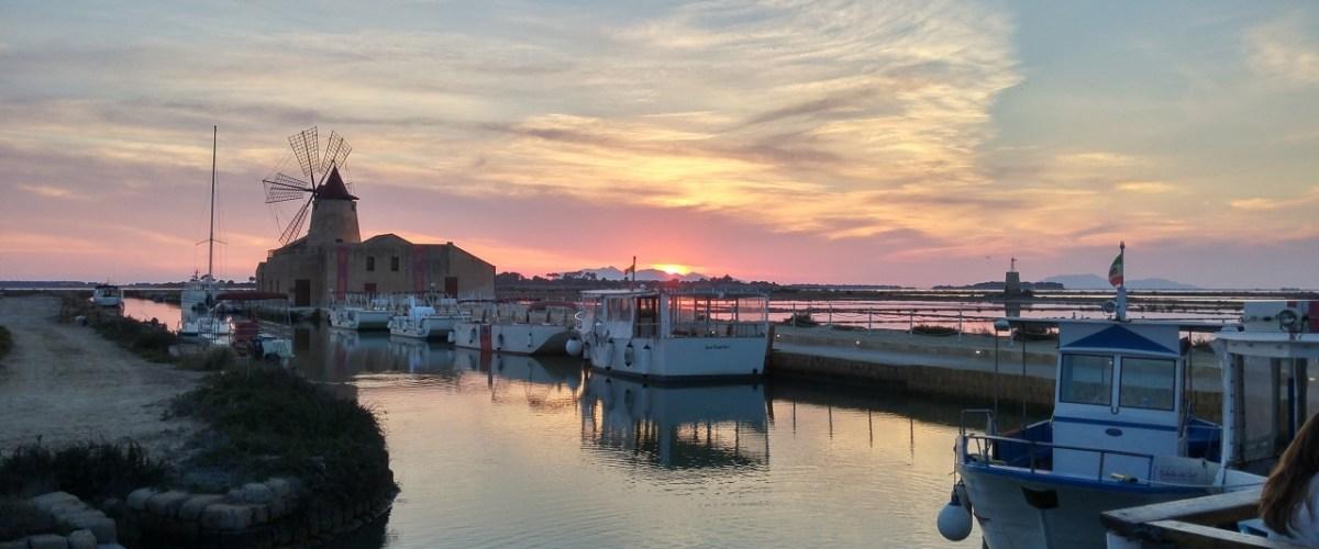 Foto del giorno: tramonto sulle Egadi da Marsala