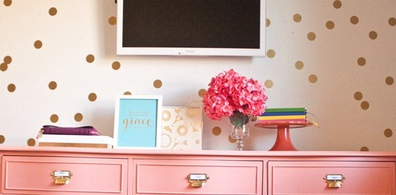 DIY-CONFETTI-WALL-with-decals_thumb.jpg