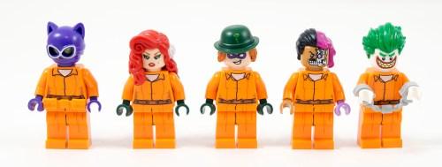 70912-arkham-asylum-minifigures-prisoners
