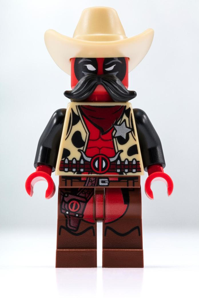 Sheriff Deadpool SDCC LEGO minifig exclusive