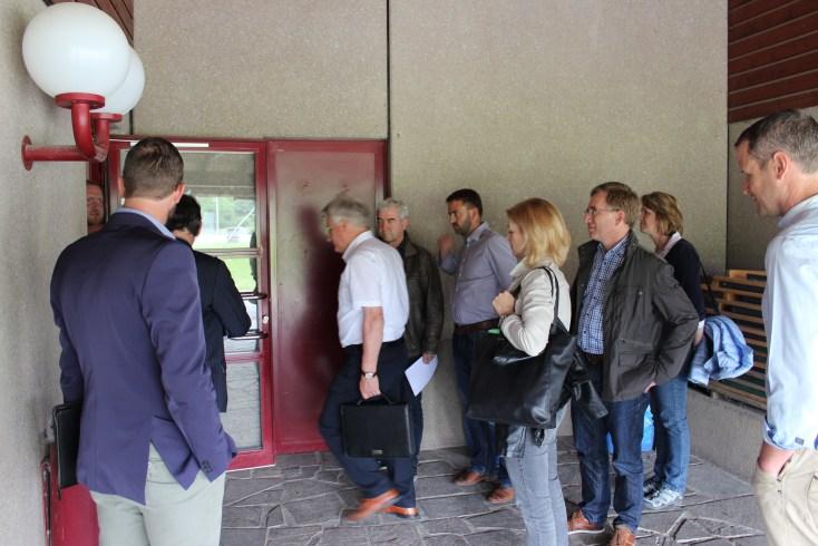 Besichtigung Sportplatz Gemeinderat 1