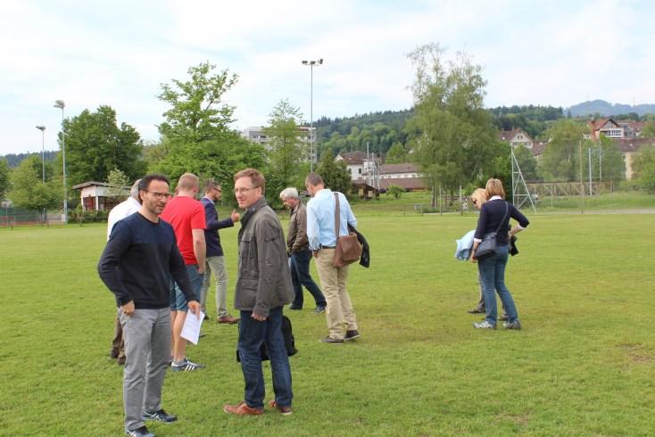 Besichtigung Sportplatz Gemeinderat 6
