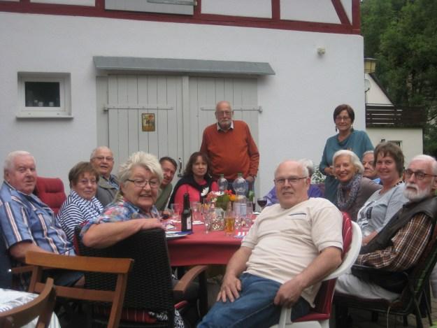 """in """"Anne und Klaus"""" – In der Kasseler Straße von Fuldatal wurde ein großes Fest gefeiert."""