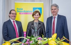 v.l.n.r.: Ernestos Varvaroussis, Bettina Stark-Watzinger und Uwe Klein.