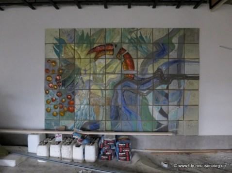 Großes Mosaik, welches aus der alten Schwimmhalle herüber gerettet wurde.